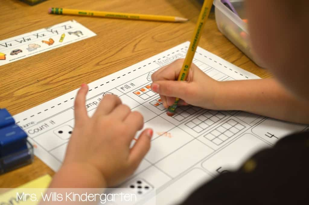 Starting kindergarten stations can be tough! How do I start stations in kindergarten? Let me show you. Sanity savers and tips so you can love your back to school station time!