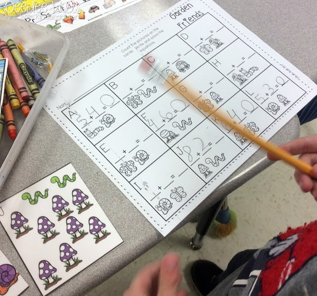 Are you needing some extra time in the classroom for working with small groups? Check out these independent work math and literacy centers and stations for kindergartners!  Phonics, word work, addition and subtraction included.