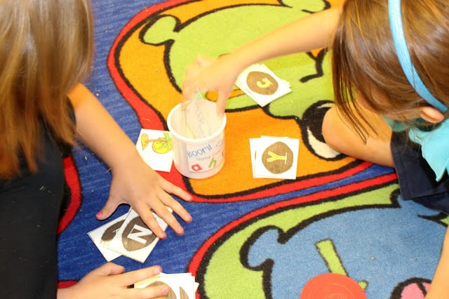 Greatest way to organize classroom games. ABC, CVC, CVCe games and Vowel Team games.