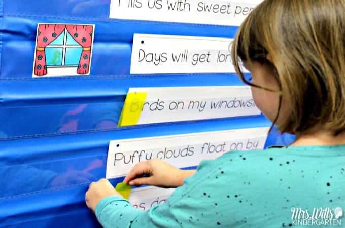 Kindergarten schedule! The BEST kindergarten schedule to help you fit it all in! Academic and developmentally appropriate kindergarten activities that will keep your students engaged and learning!