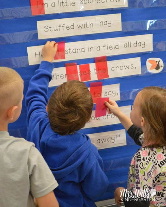 Kindergarten poetry is a fun and easy with these ideas! 6 poetry book recommendations that are perfect for primary learners. Shared reading resources with printable poems and a FREE poetry planning and organization resource.
