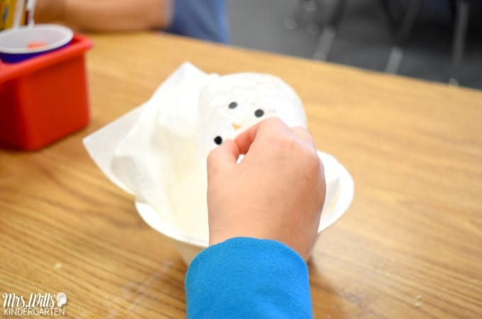 Melting ice experiments in kindergarten! After a shared reading activity, we how these students experimented with melting ice! FREE FILE TOO!