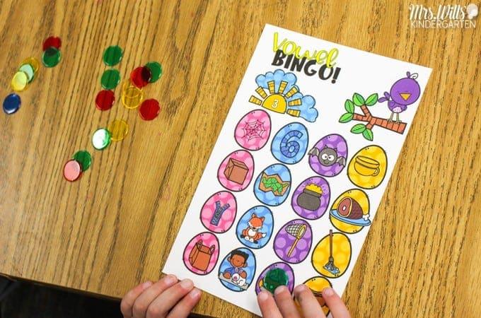Kindergarten phonics games. Engaging phonics BINGO games to practice letter identification, sounds and phonics with your kindergarten students.