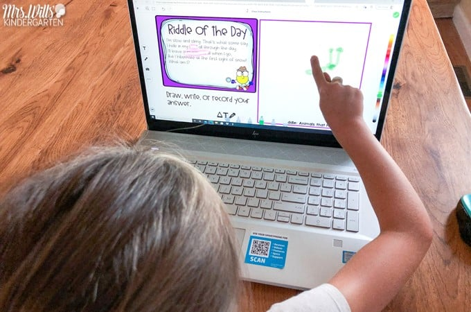 Digital riddles to help students develop inferring skills and identify text evidence. Students have fun guessing the riddles and responding to a follow-up question each day.