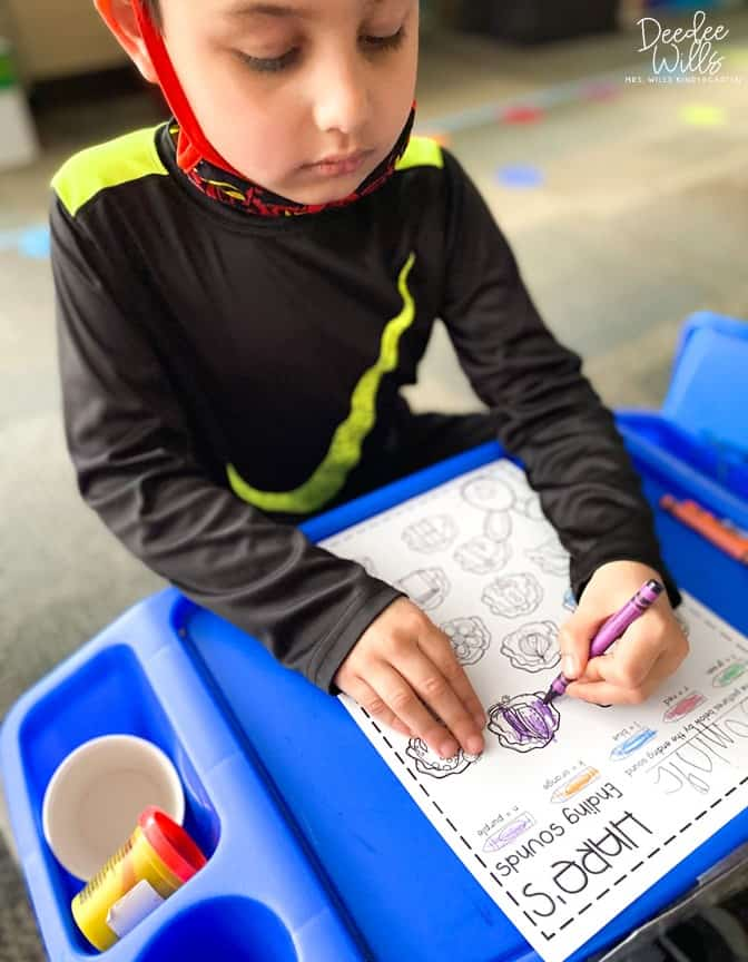 Tops and Bottoms Lesson Plans! Here are some great digital and printable book activities for kindergarten and first grade. Reading, responding to literature, retelling, centers, and STEM activities. Perfect for Spring!
