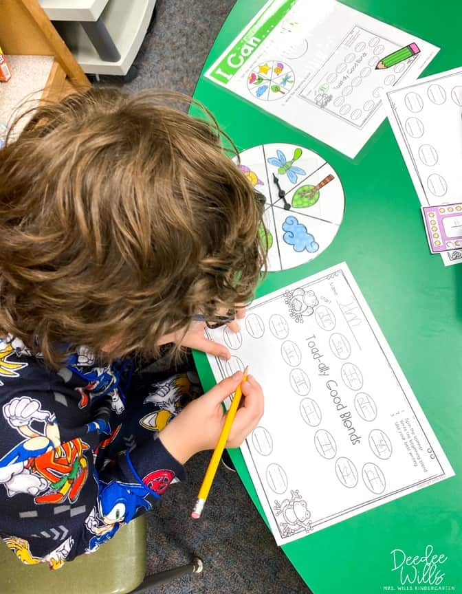 Frog and Toad Lesson Plans! Do your students love Frog and Toad? Check out these reading comprehension activities plus math and literacy centers.